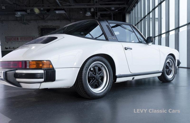 Porsche 911 3.2 Carrera Targa CC61136 066