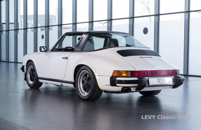 Porsche 911 3.2 Carrera Targa CC61136 074