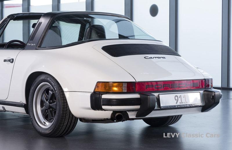 Porsche 911 3.2 Carrera Targa CC61136 075