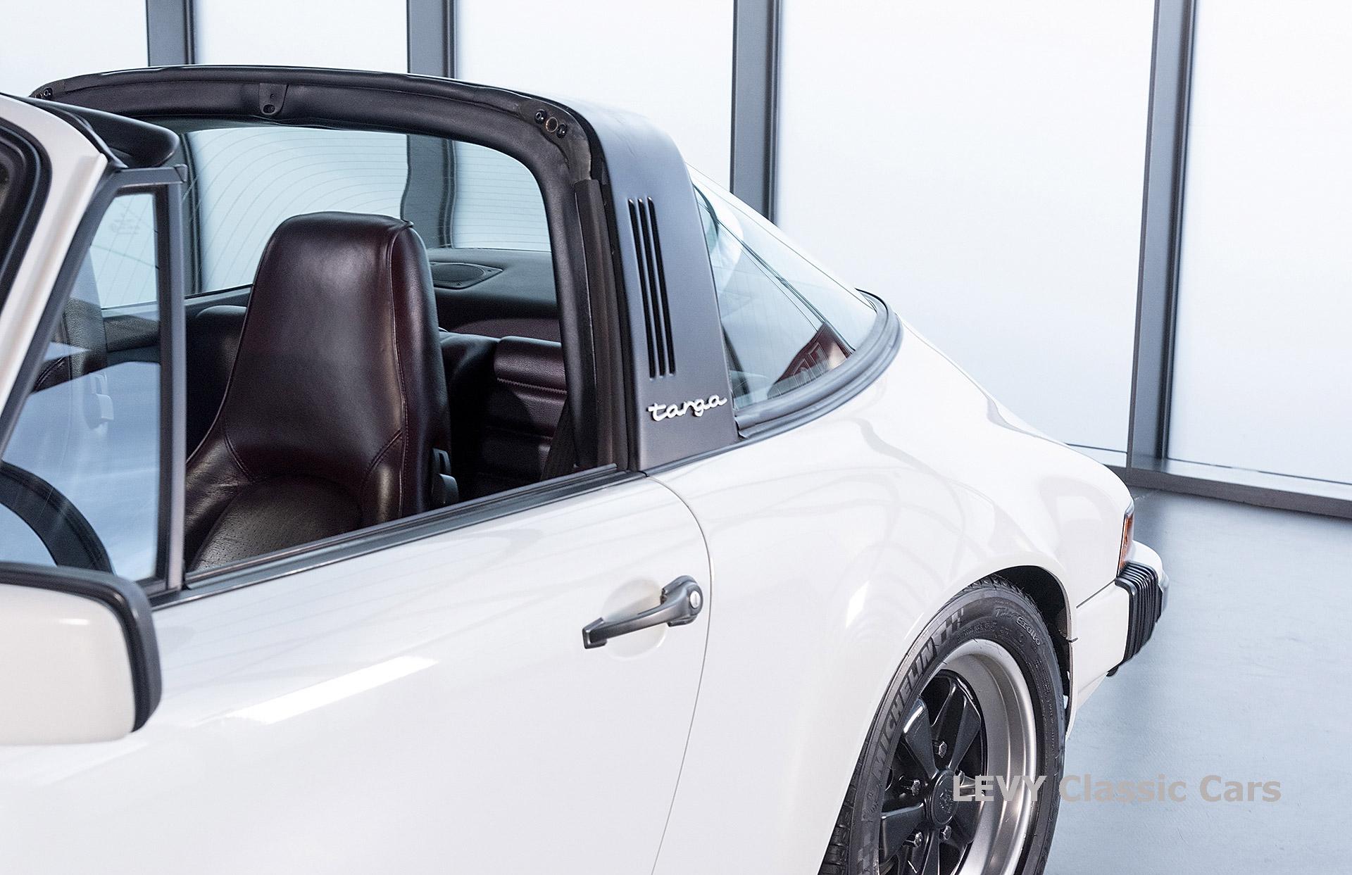 Porsche 911 3.2 Carrera Targa CC61136 087