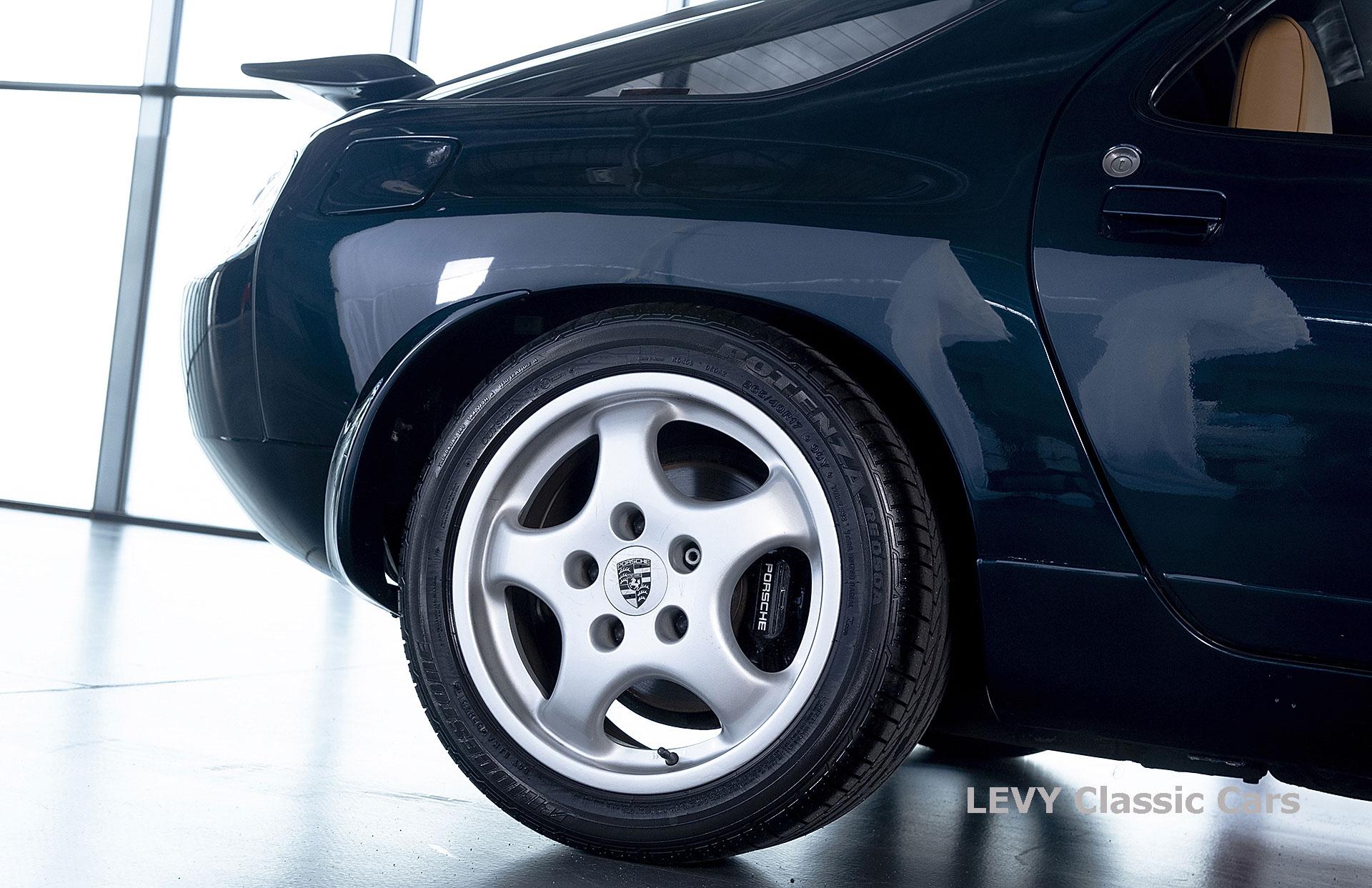 Porsche 928 GTS CC00803 005