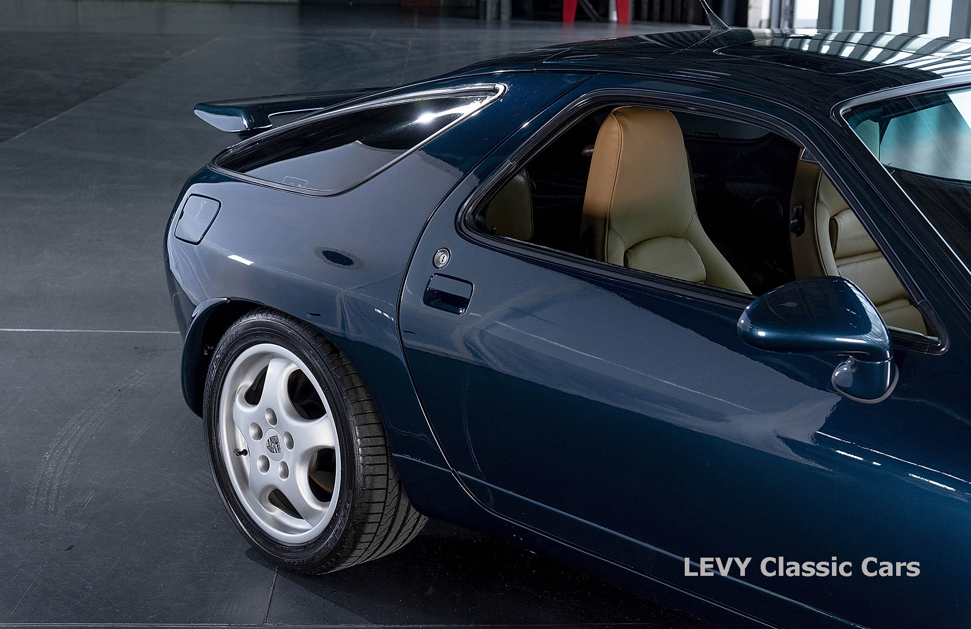 Porsche 928 GTS CC00803 016