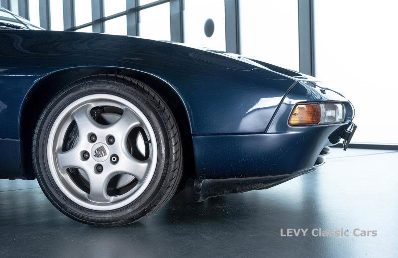 Porsche 928 GTS CC00803 024