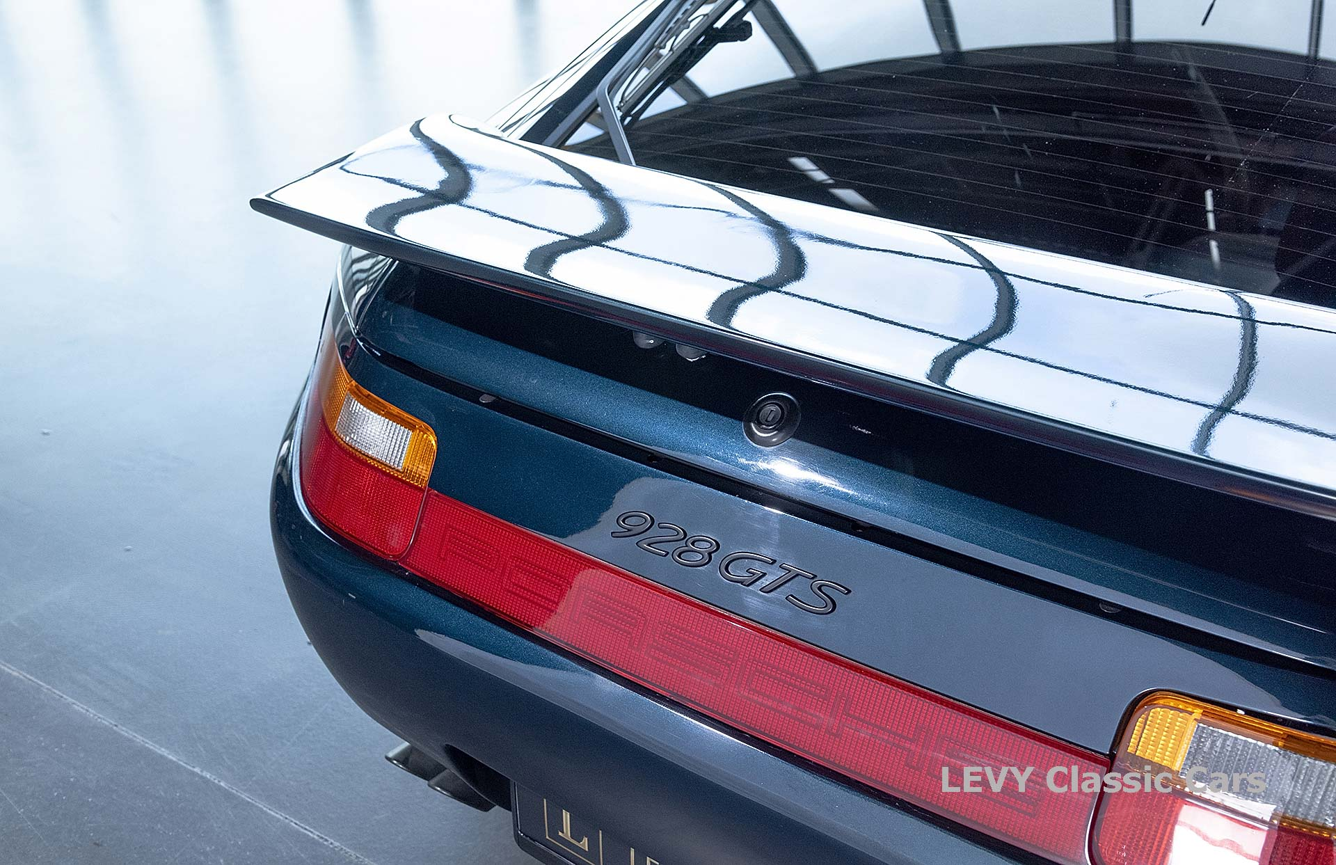 Porsche 928 GTS CC00803 034