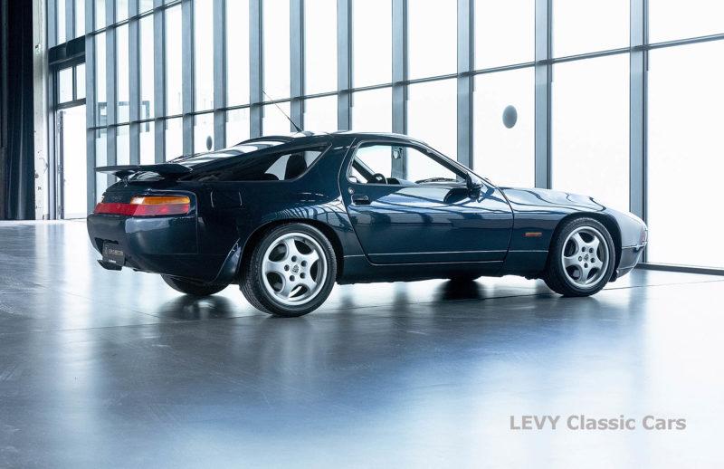 Porsche 928 GTS CC00803 039