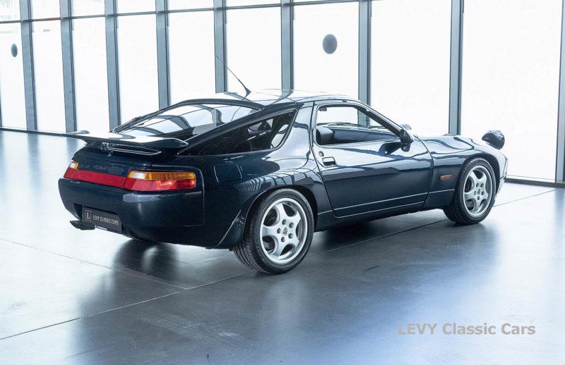 Porsche 928 GTS CC00803 040
