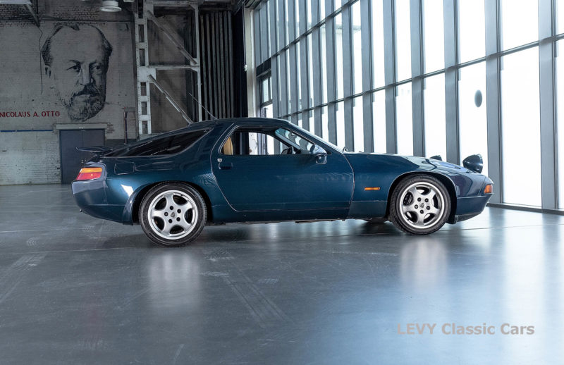Porsche 928 GTS CC00803 041