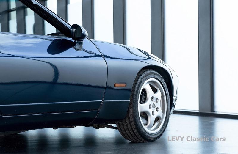 Porsche 928 GTS CC00803 047