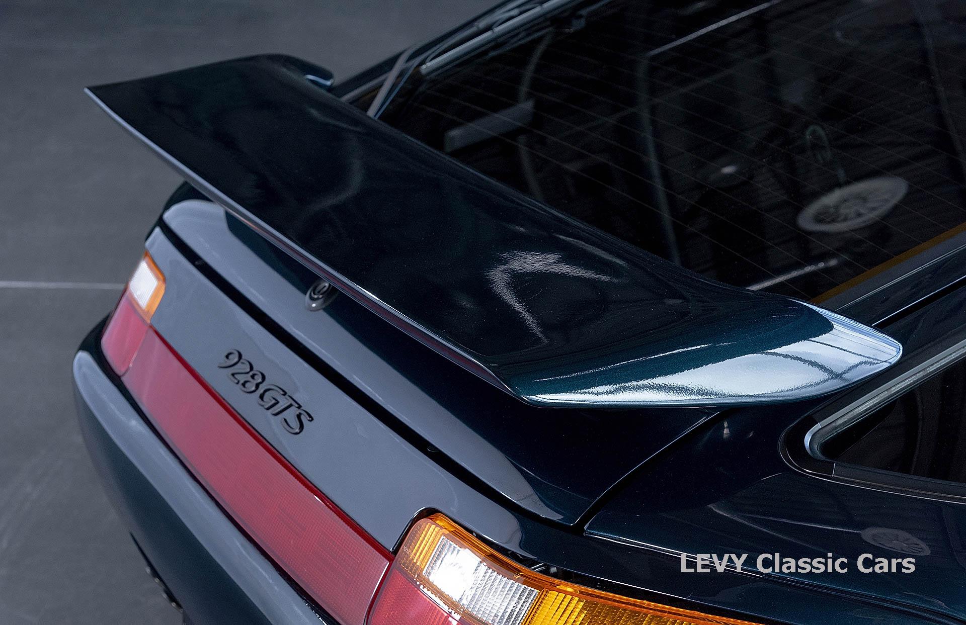 Porsche 928 GTS CC00803 048
