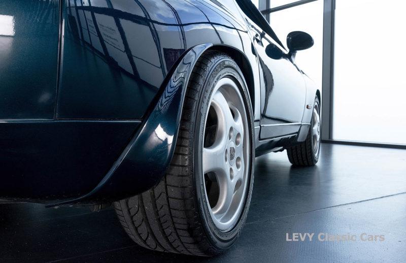 Porsche 928 GTS CC00803 049