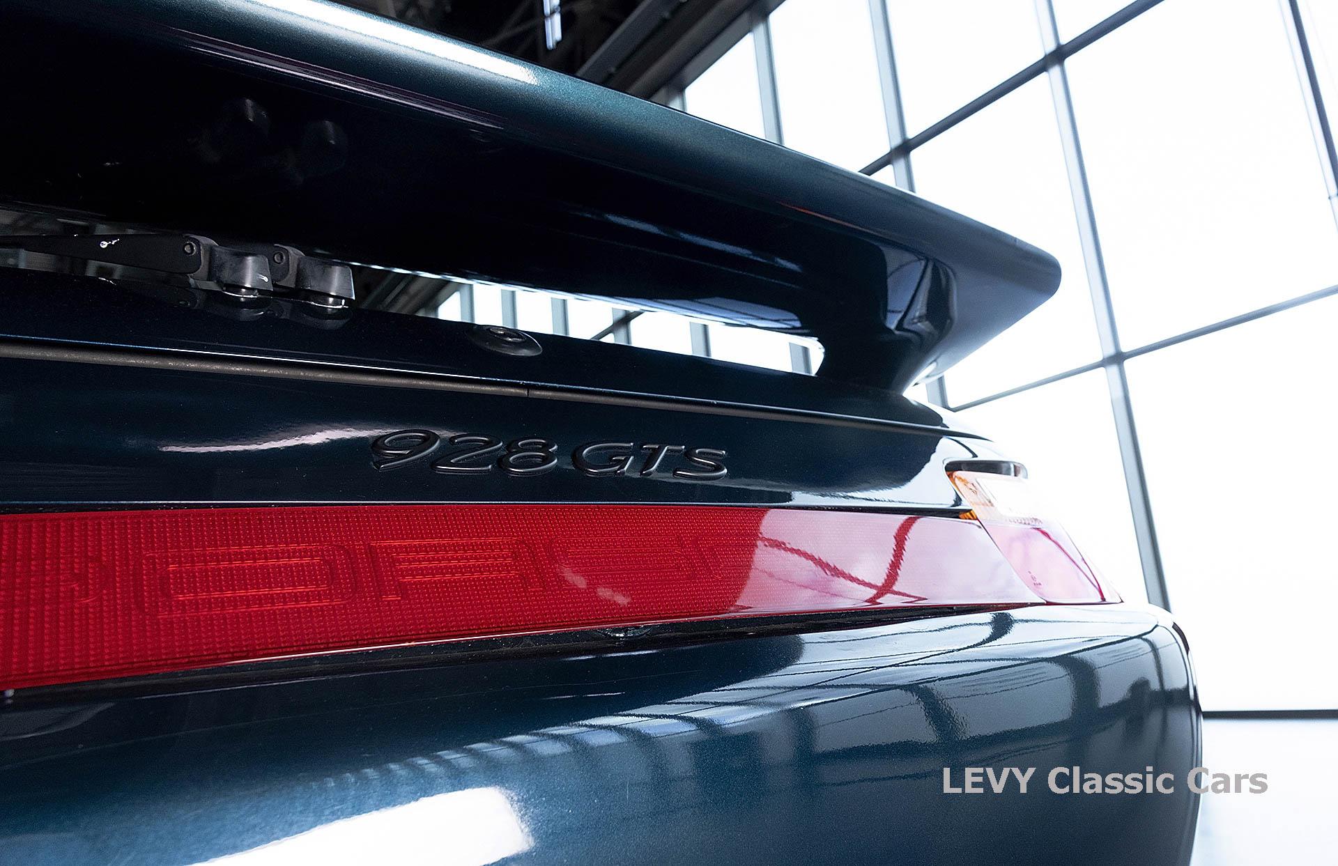 Porsche 928 GTS CC00803 059