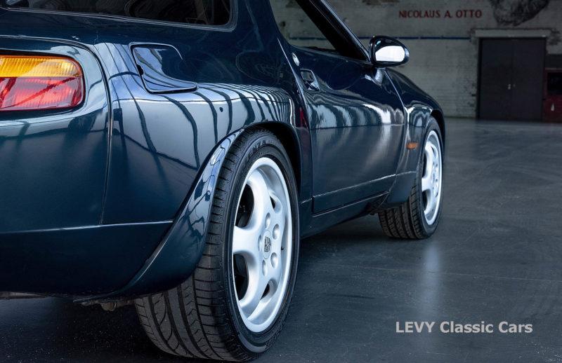 Porsche 928 GTS CC00803 064