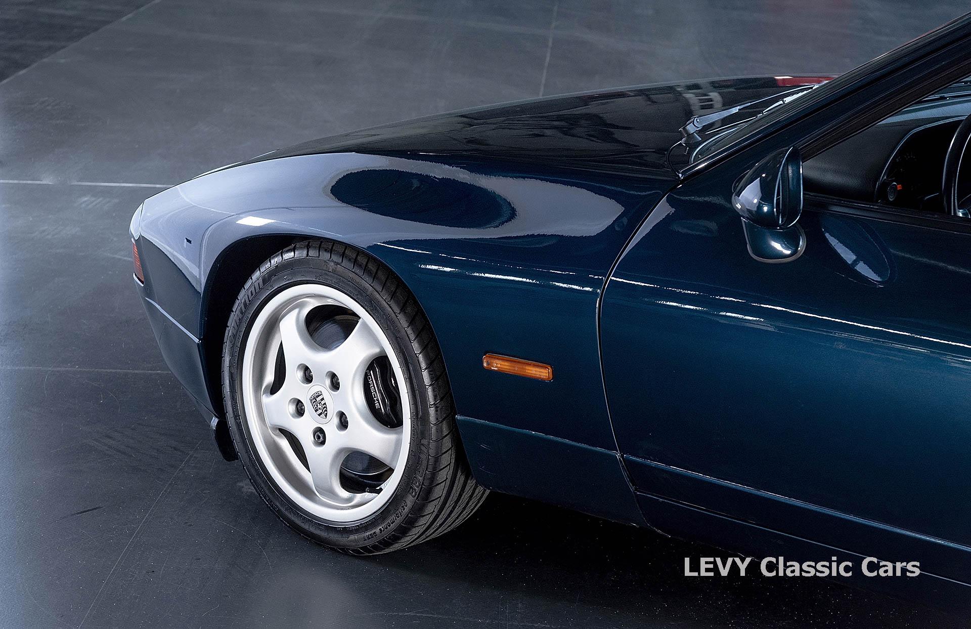 Porsche 928 GTS CC00803 068