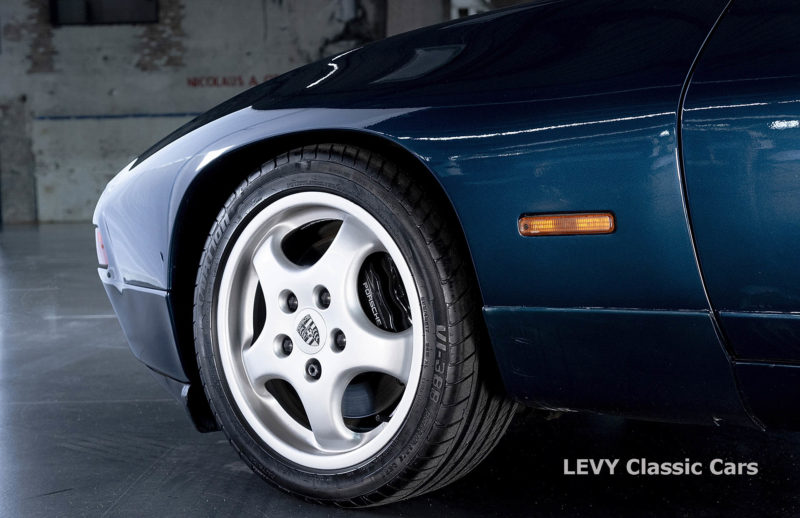 Porsche 928 GTS CC00803 069