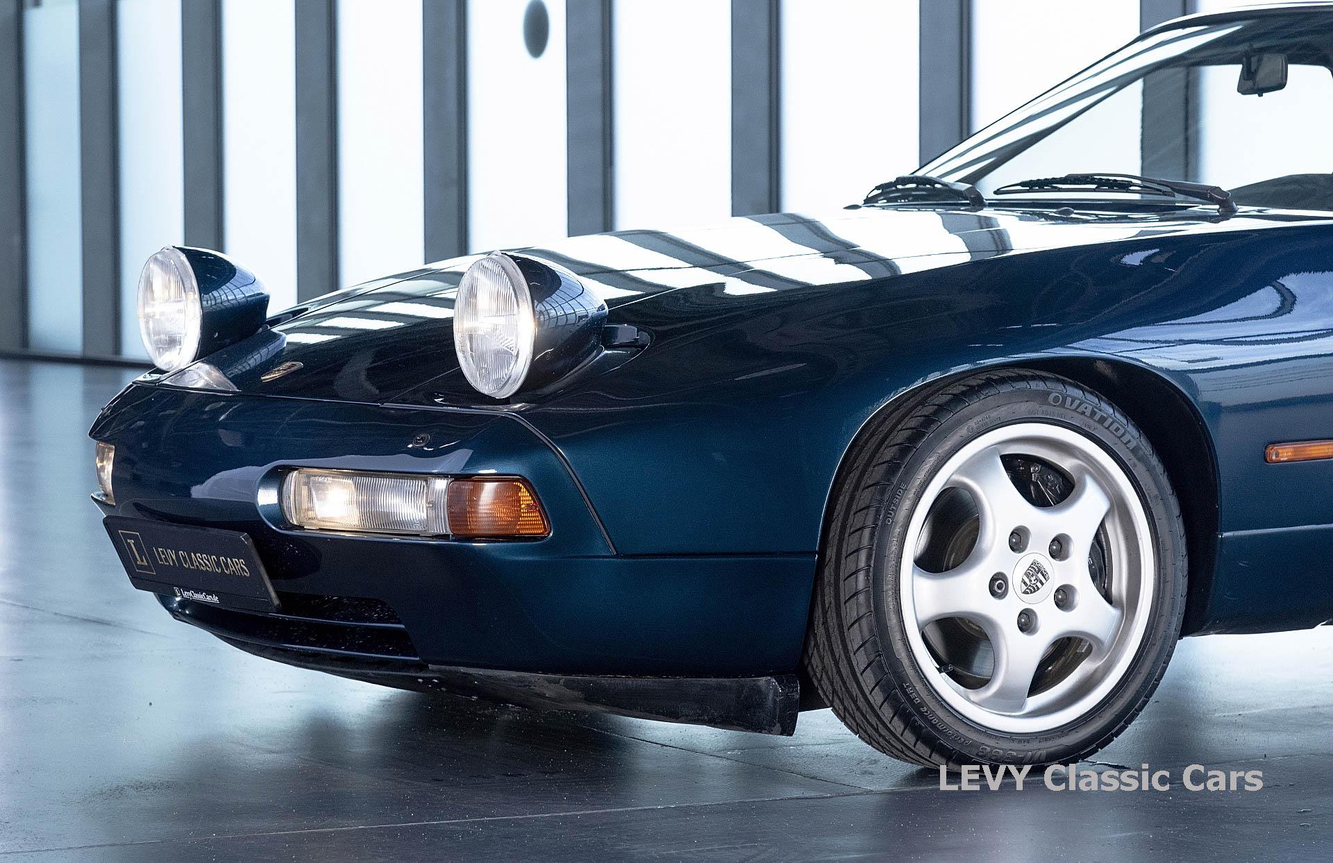 Porsche 928 GTS CC00803 075